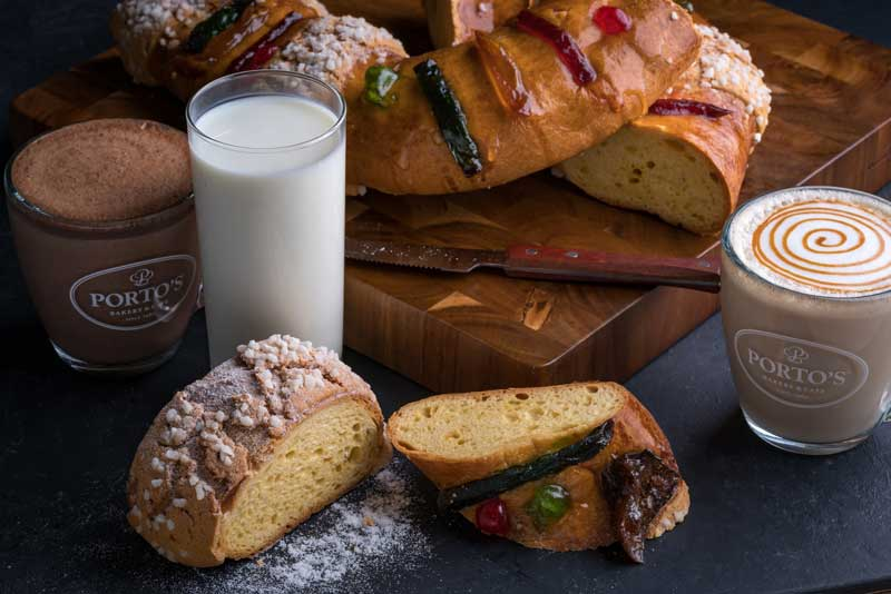 Rosca de Reyes and milk