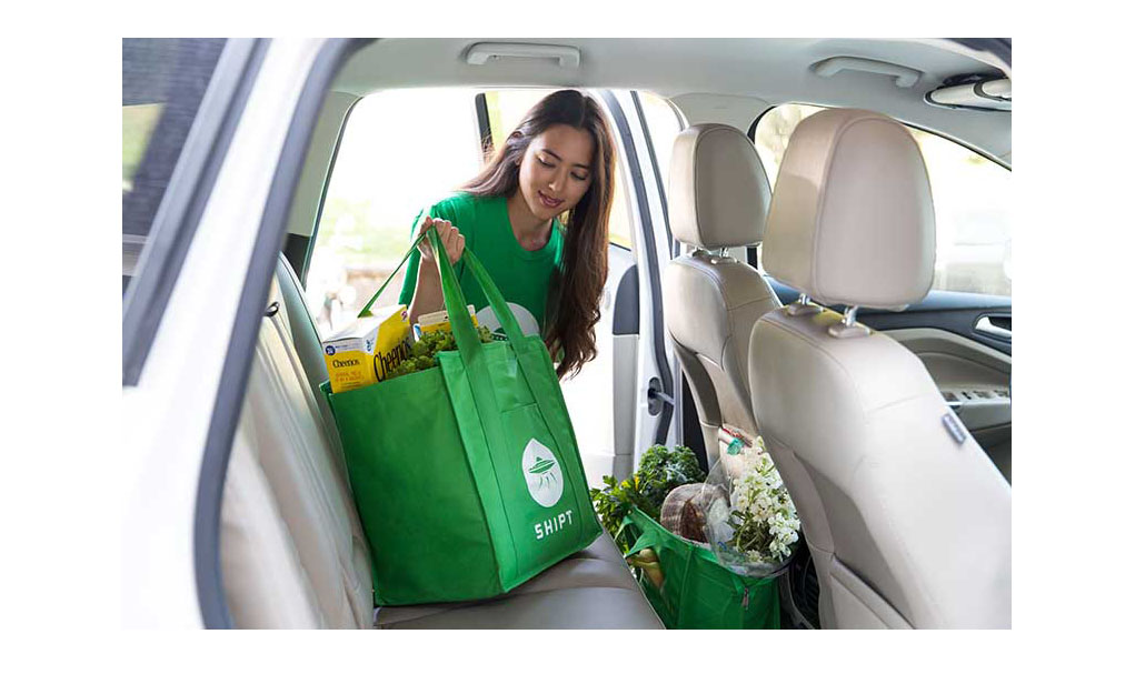 A Shipt shopper loading groceries into her car