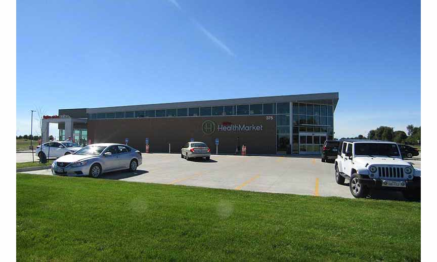 A picture of the exterior of the Hy-Vee HealthMarket