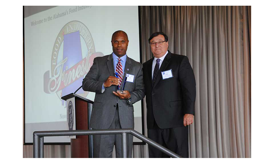 Curtis Lyons receives the vendor of the year award from Frank D'Amico III.