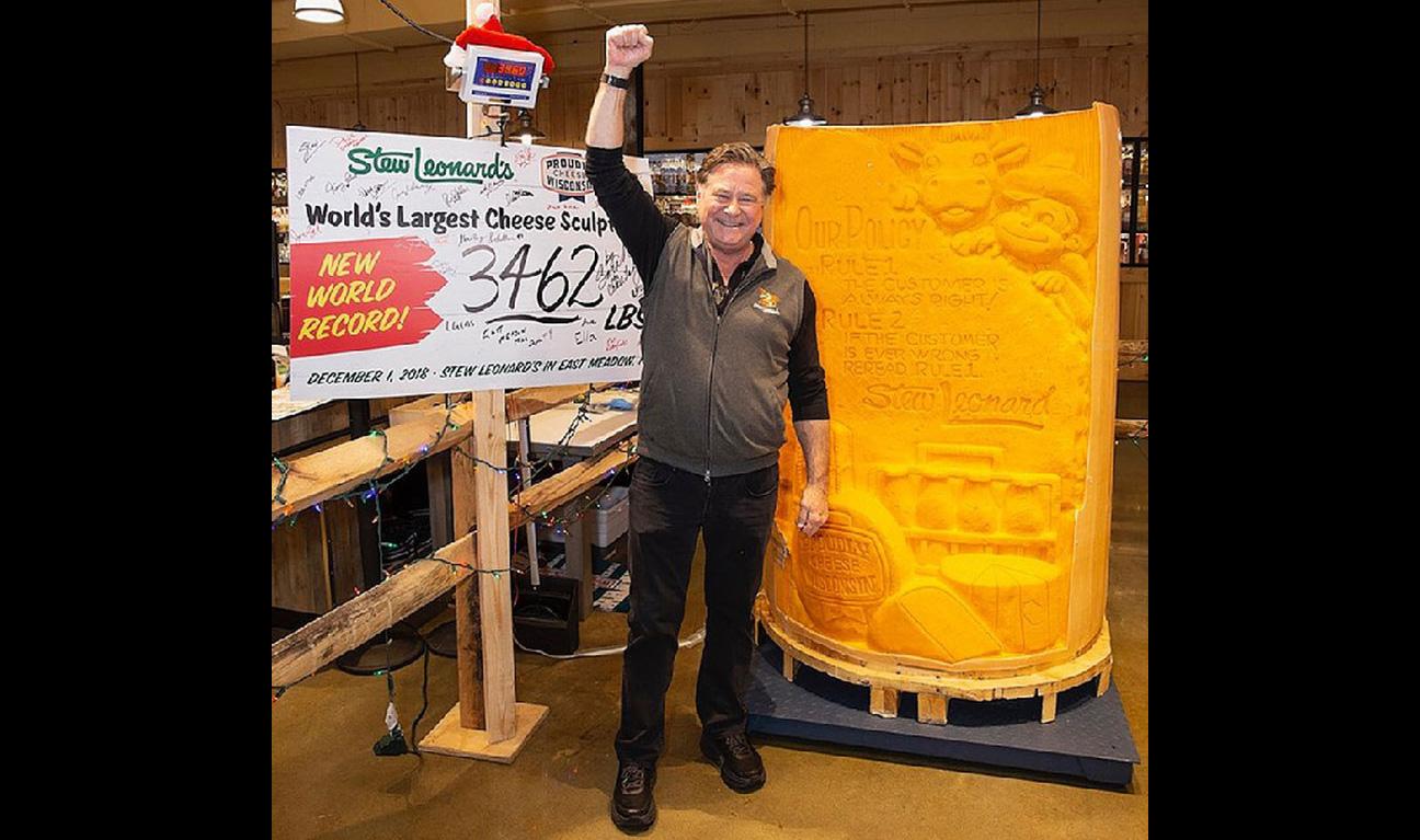cheese statue, Stew Leonard's