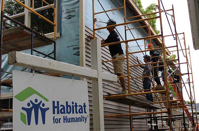 SpartanNash Habitat for Humanity volunteers