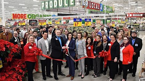 H-E-B Harper's Trace ribbon cutting